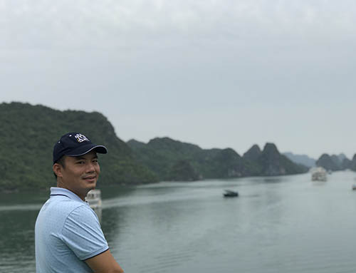 Director of Asia Top Travel on an inspection trip to a cruise in Halong
